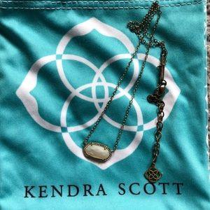 KENDRA SCOTT GOLD ELISA NECKLACE WHITE MOP